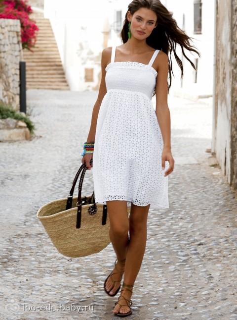 сумка к белому платью летом