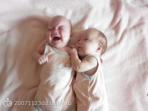 фото детей маленьких двойняшки фото