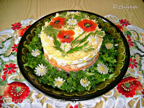 Как красиво украсить праздничный стол салаты