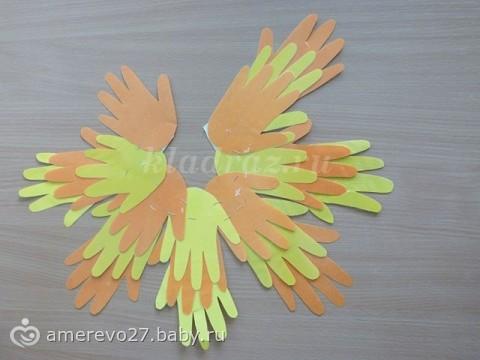 Поделка из бумаги солнышко из ладошек