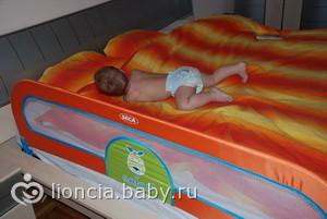 Когда ребёнок в вашем сне падает с кровати головой вниз - это один из наиболее неприятных снов, предвещающий опасность.