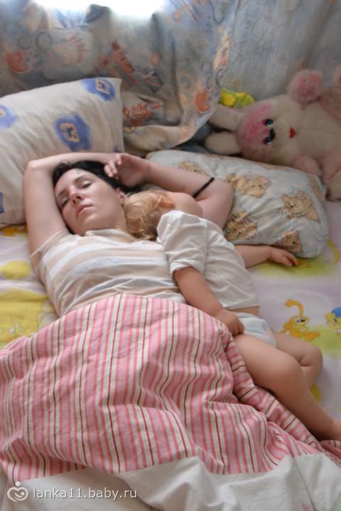 Спящую в анал брат трахнул сестру